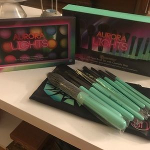 BH Cosmetics Aurora Lights Set